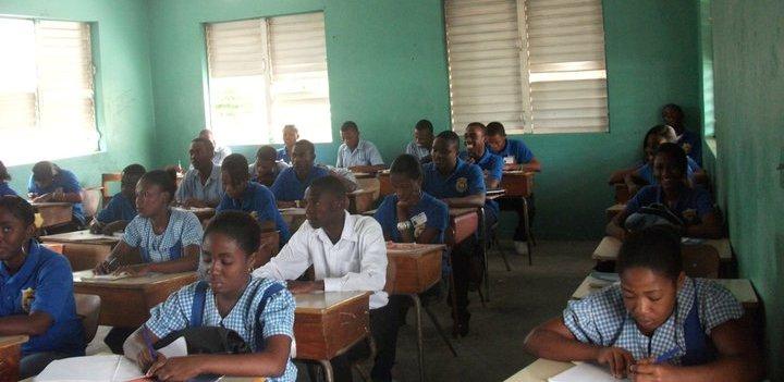 Classe_de_terminale_college_saint_louis_jeremie_haiti_merancourt_widlore.jpg