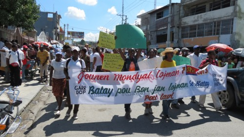 haiti_journee_mondiale_de_l_habitat_des_deplaces_es_exigent_leur_droit_d_avoir_un_logement_decent
